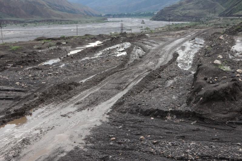 В горах Дагестана из-за непогодицы остались без света 4 тыс. обитателей и размыло дороги