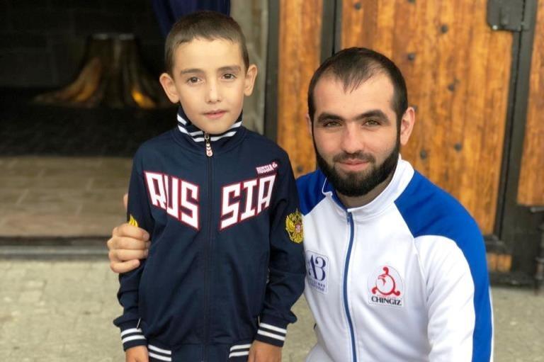 Шестилетний мальчишка из Ингушетии побил мировые рекорды по отжиманиям от пола