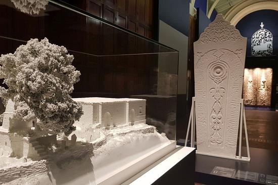 Фонд «Пери» открыл встолице Англии выставку одревнем дагестанском поселении Кала-Корейш